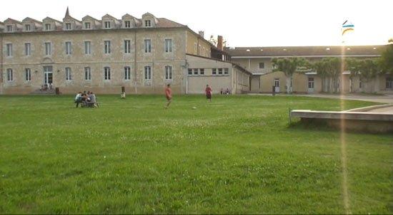 Lycée. ( y )