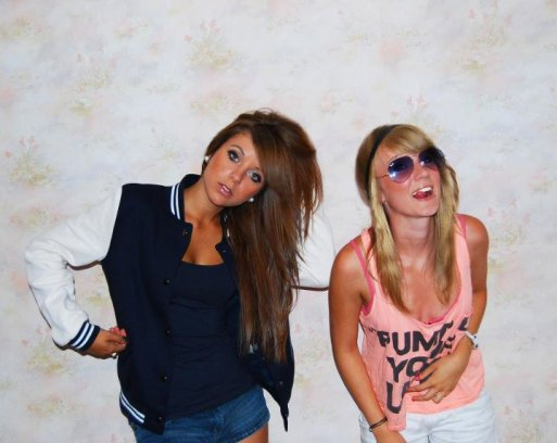 < L'amitié double les joies et réduit de moitié les peines >.