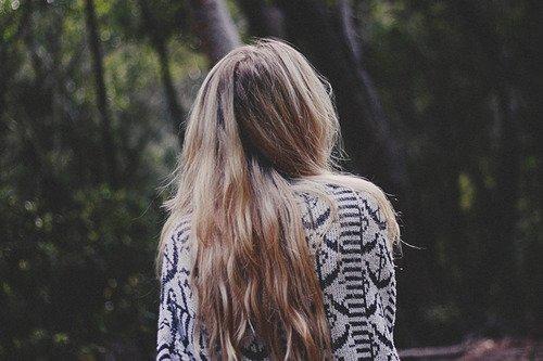 Tenter d'oublier quelqu'un que tu aimes c'est comme essayer de se souvenir de quelqu'un que tu n'as jamais connu.