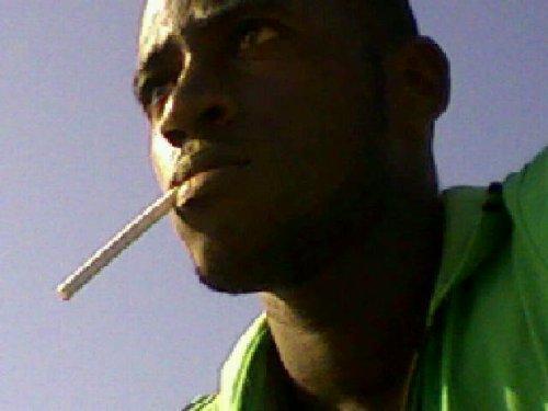 PHARON EN BOYA JAMAICAIN AU VILLAGE RASTA