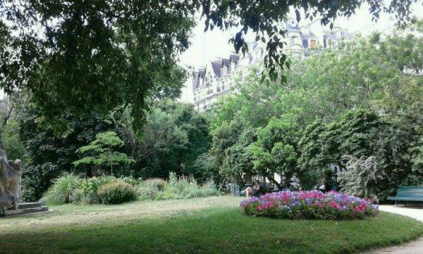 Que c'est beau Paris. ........
