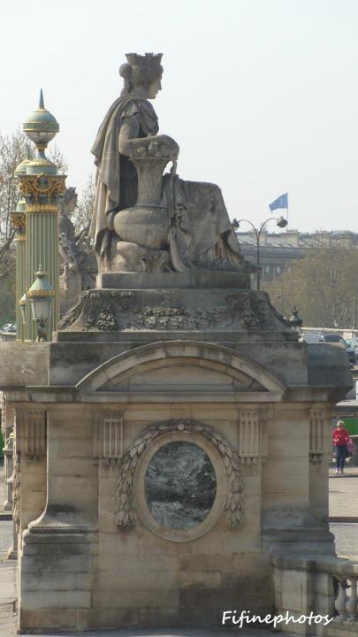 Monuments, sculptures in Paris