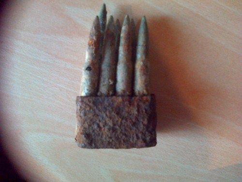 Clips Garand de fouille en Normandie, acheté à une bourse, 7 balles restantes.