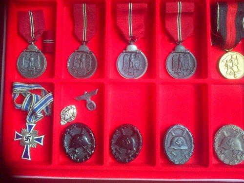 Cadre médailles et insignes des blessés lèger.