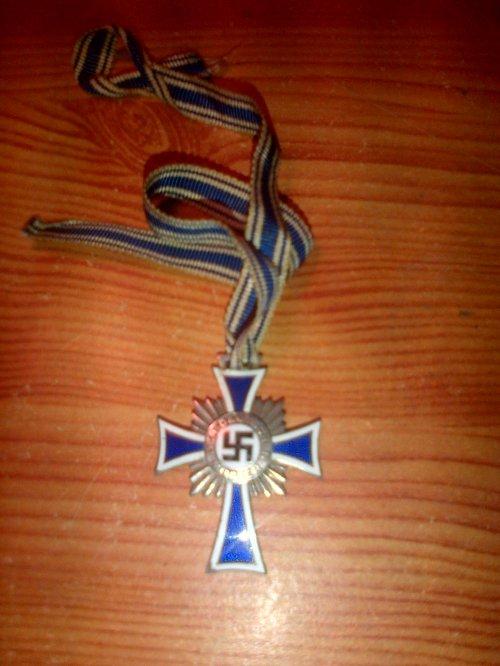 Croix d'honneur de la mère Allemande. (Version Argent)