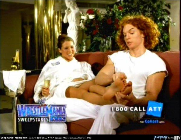 Je vous présente une photo de Stéphanie McMahon se faisant masser les pieds pour les fétichiste