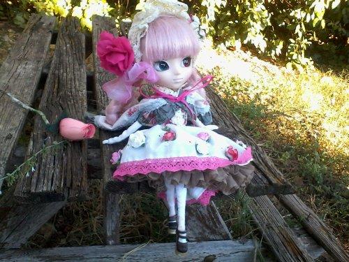 Séance photo dans le jardin tenu du jour fleuris et lolita