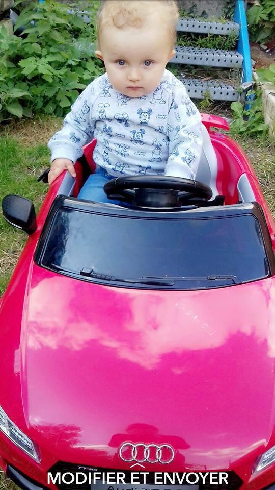 mon petit fils nolan avec sa voiture d écapotable