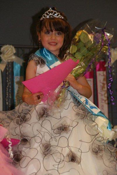 voila miss beuvry 2011 dans sa categorie 5-7ans