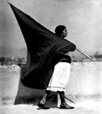 Ce drapeau noir, emblème fort adopté par les anarchistes