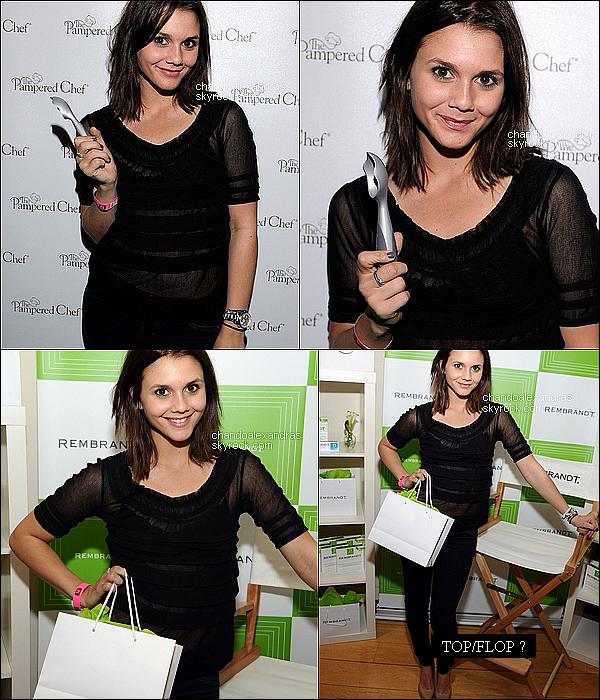 . 26/02/11 : A. à l'évenement « Kari Feinstein's Oscars Style Lounge » en Californie, Hollywood. Comme vous pouvez le constater Alex' c'est coupé les cheveux, elle est sublime c'est un top pour sa tenue ! .