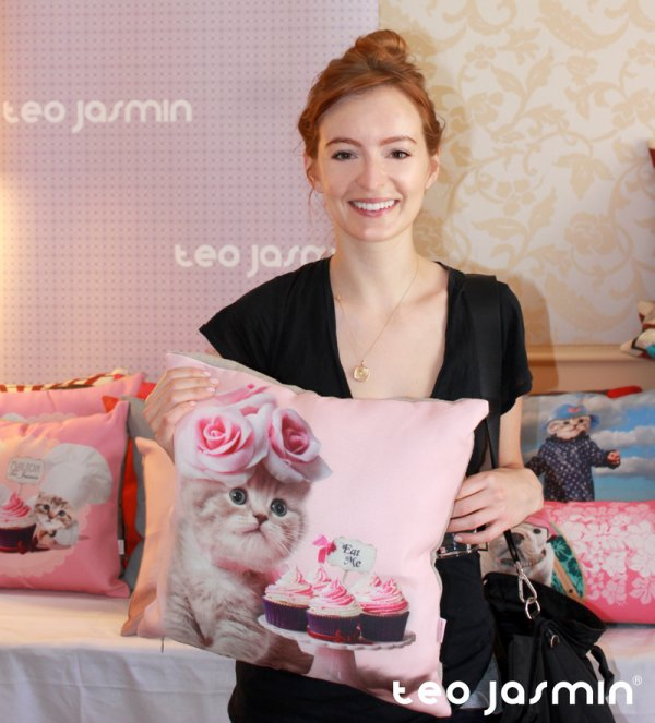 'Jobs' Star Ahna O'Reilly LIVE
