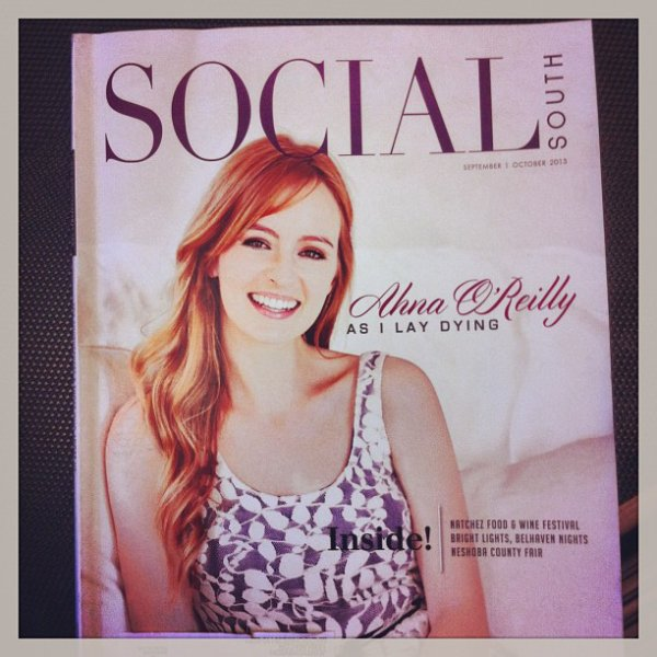 "Ahna O' Reilly en couverture de magazine ""Social South"""
