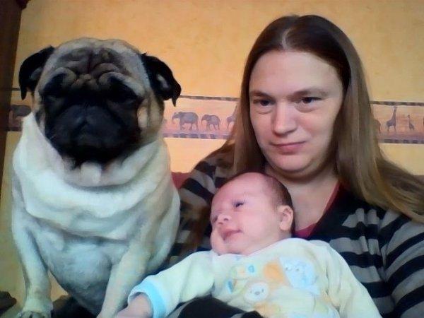 les copains il y a un bébé a la maison