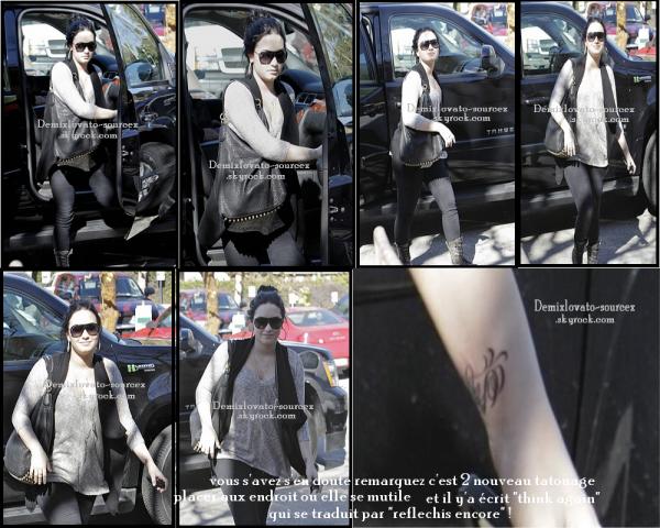 """03/02/2011 : Demi se rends au centre """"A New Journey"""" a L.A ."""