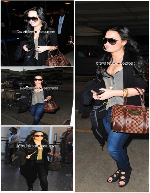 10/03/2011 : Demi etait a l'aéroport de Lax (LA)