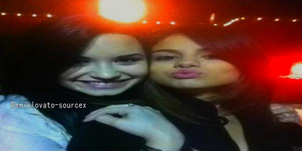 25/03/2011 : Nouvelle photo de Demi & Selena, les 2 meilleurs amies se serait pardonnées.