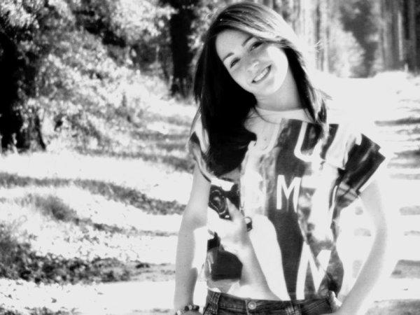 Tu as ce sourire, Qu'on ne trouve qu'au paradis, Je prie Dieu tous les jours pour que tu gardes ce sourire. Tu es mon rêve, Il n'y a pas une chose que je ne ferai pas, Je donnerai toute ma vie pour toi parce que tu es mon rêve