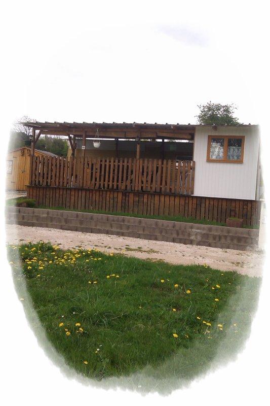 LOCATION DE CHALETS / CARAVANES / EMPLACEMENT A L'ANNÉE.