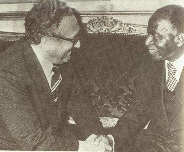 houphouet  boigny  avec henri  kissinger ,ministre du president  nixon  usa