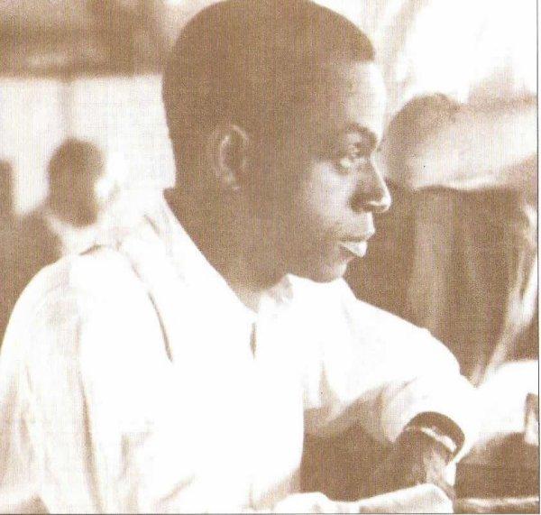 houphouet  boigny  :  etudiant  et  medecin  son  premier  metier