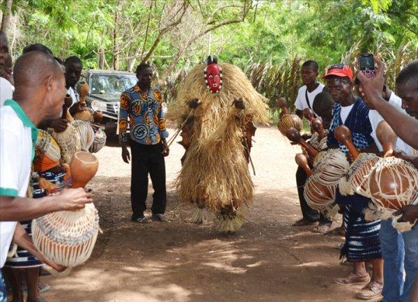 Art et Culture....Après la célébration de Mi`Paquinou en 2013, la commémoration de la fête de Pâques qui célèbre la résurrection du Christ chez les chrétiens est en passe de devenir une tradition à la SODERTOUR LACS.