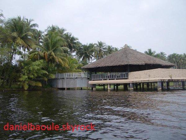club  med  à  assouinde....la   lagune