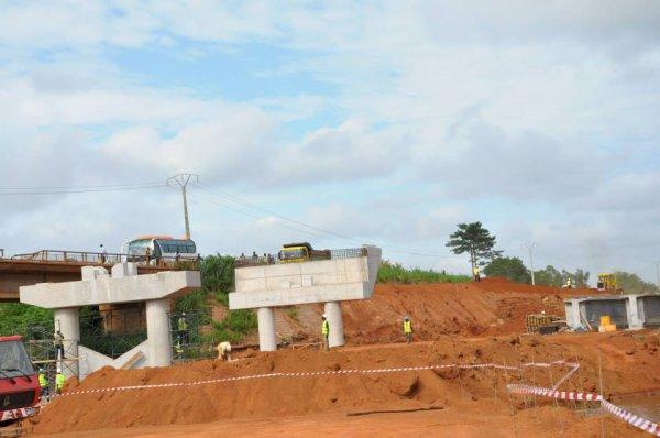 pont  de  bouafle   en   construction