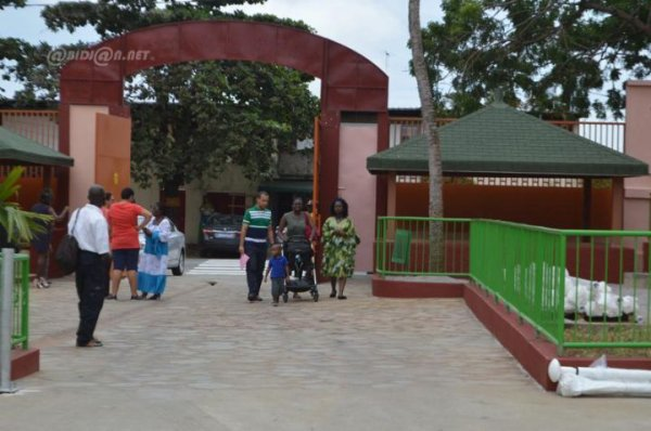 Réouverture du Lycée international Mermoz d'Abidjan: visite des parents ...