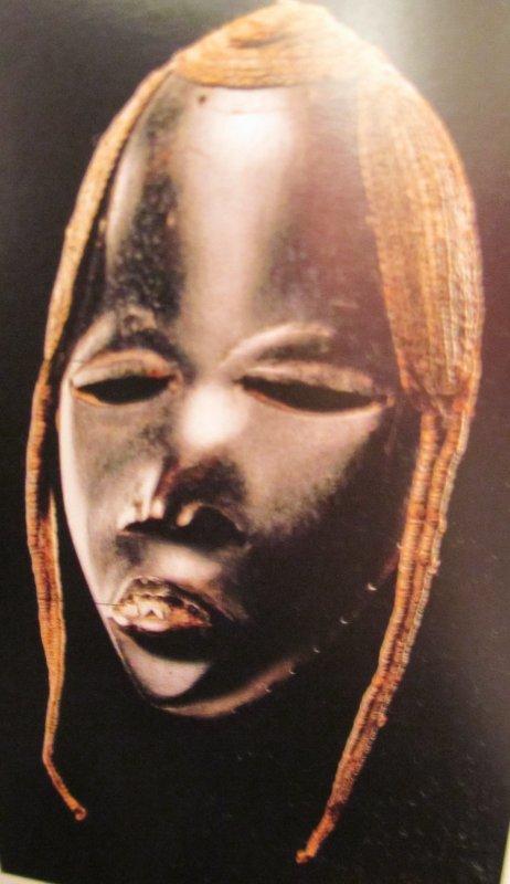 ESTHETIQUE DE LA  FINESSE  ET DE LA  SEDUCTION DANS  OEUVRES D  ART  AFRICAINES