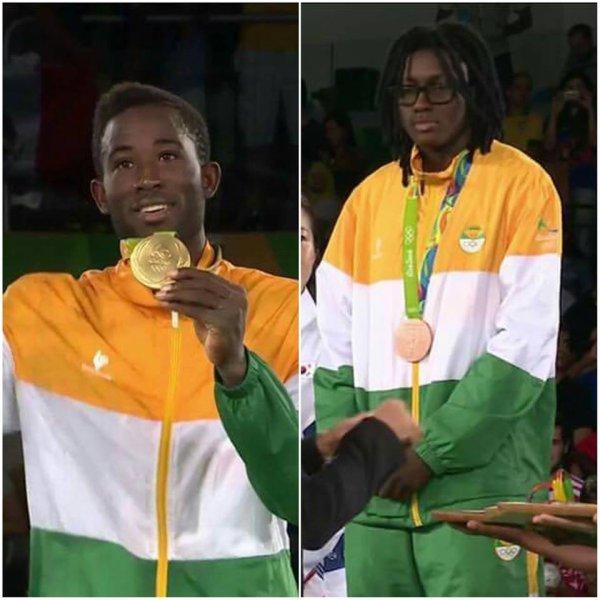 INCROYABLE   les  2 medailles  de  cote  d  ivoire  avec  paul  DELORMAS  ,notre  ami  ET   fournisseur  ds  photos