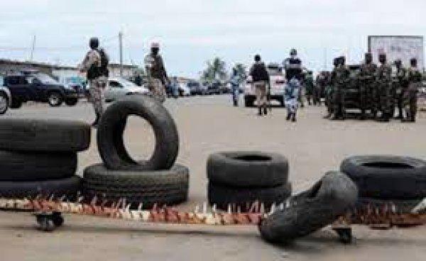 Abidjan: Un groupe de démobilisés bloque le corridor de Yopougon-Gesco lundi, 22 mai 2017 11:24