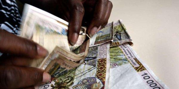 En Côte d'Ivoire, le refrain du « tous corrompus » gagne du terrain En savoir plus sur http://www.lemonde.fr/afrique/article/2017/10/25/en-cote-d-ivoire-le-refrain-du-tous-corrompus-gagne-du-terrain_5205593_3212.html#zs4DVkXpFo0zREfE.99