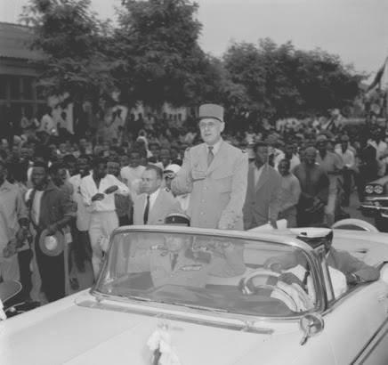 DE GAULLE  à ABIDJAN  1958  suite
