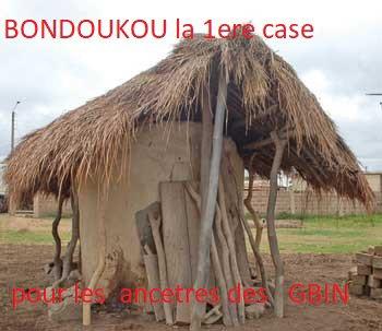 BONDOUKOU: La ville aux mille merveilles La ville de Bondoukou est célèbre pour ses nombreuses mosquées. Ce qui lui vaut l'appellation de «ville aux mille mosquées». Mais ce qui l'est moins, c'est son histoire. Celle de son peuplement, ces édifices anciens dont l'origine remonte à des siècles : la résidence d'accueil de Binger, la maison de Samory Touré, le village des caïmans sacrés de Gbanhui, les singes sacrés de Torosanguéhi, etc. La région du Gontougo est comme un livre ouvert, une sorte de musée contenant l'histoire du nord-est de la Côte d'Ivoire