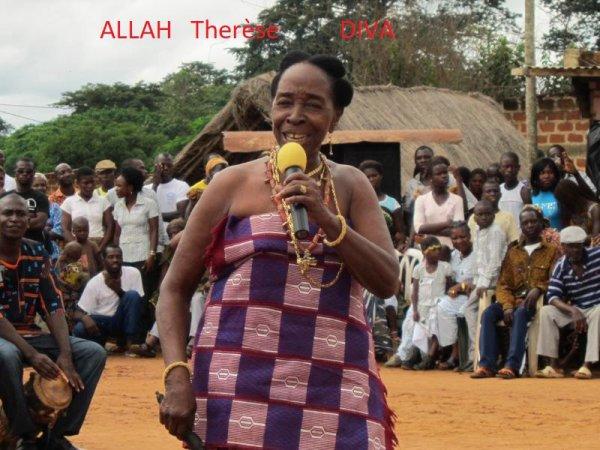 Yako à Allah Thérèse qui vient de perdre son époux N'goran la loi qui était aussi son accordéoniste depuis le début de sa carrière musicale,