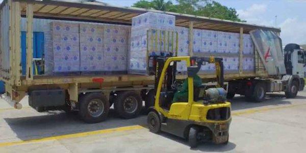Pénurie d'eau à Bouaké : SOLIBRA offre 27 000 L d'eau minérale AWA