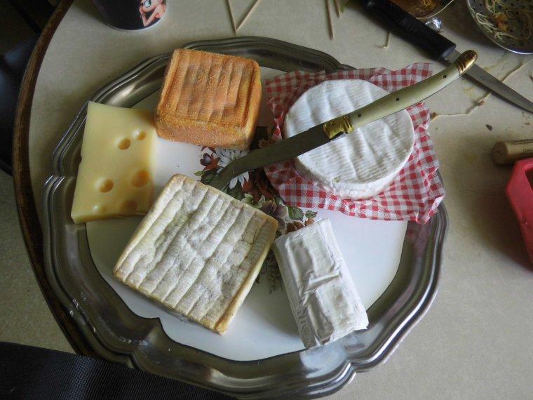 repas avec mes voisins et cadeau qu ils  m ont offert