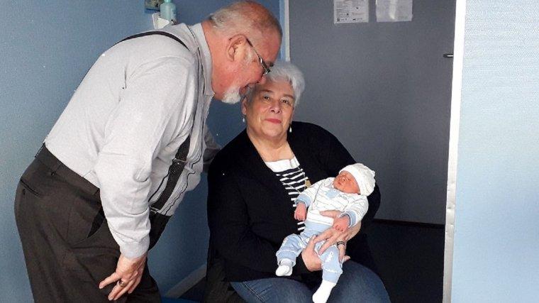 aujourd hui nous avons fait comnnaissance de notre petit fils isaac a la maternite