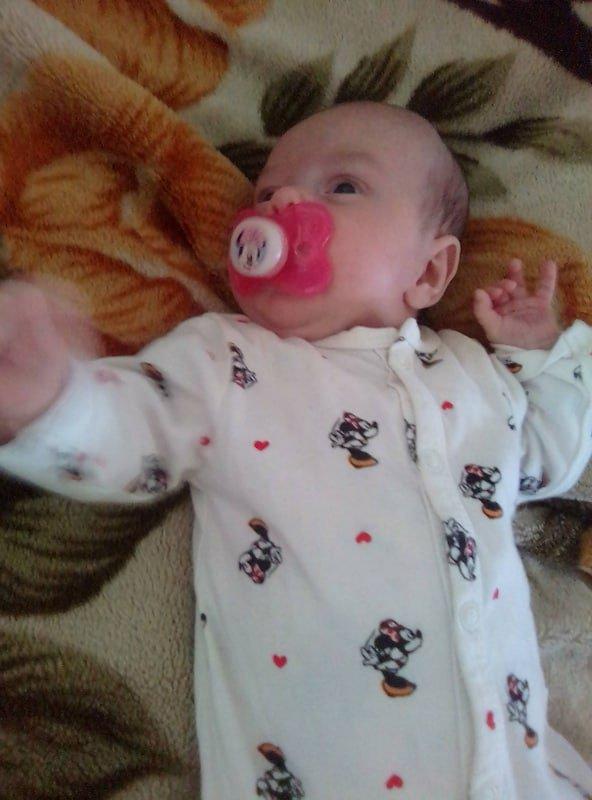 voila ma petite fille angelina 1mois et 1semaine