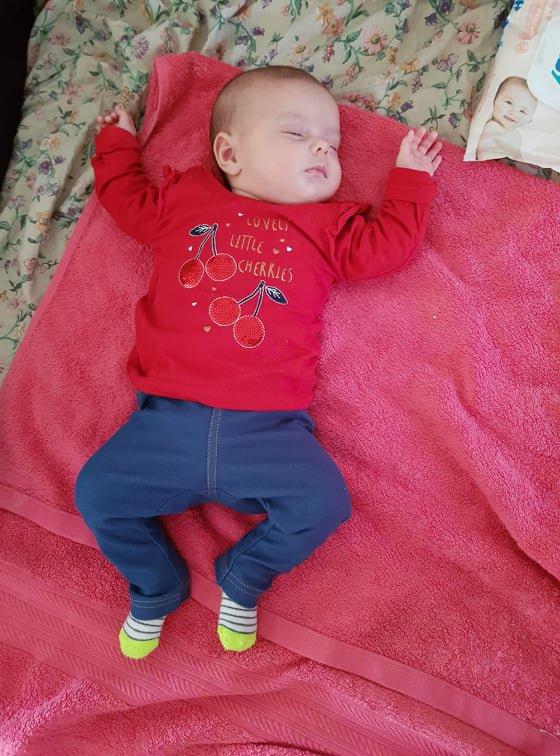 voila ma petite fille angelina 2 mois et 9 jours