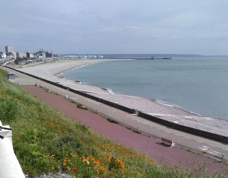 voila la plage du havre toujours vide malgre le deconfinement