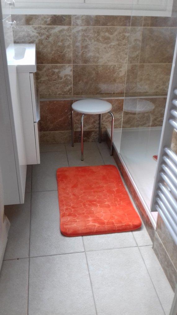 voila ma salle de bain  il ne reste plus que les rideaux