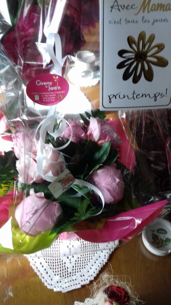 cadeau de mon mari pour la fete des  meres un bouquet de pivoines