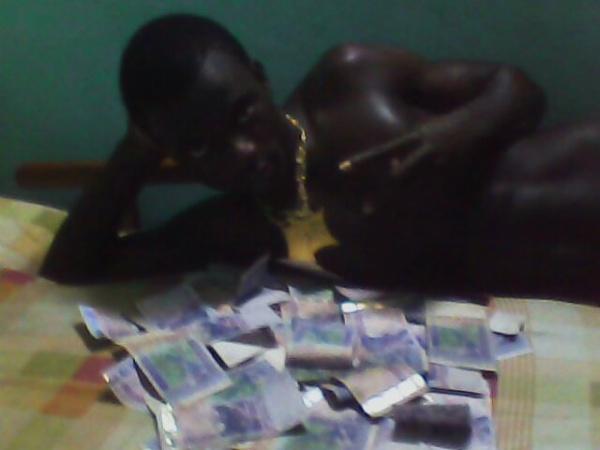 YV3S L3 SULT@N SUPR3M3 ( JE VOIS ET JE NE DIS RIEN OH ) quand l'argent parle la verité se tait..