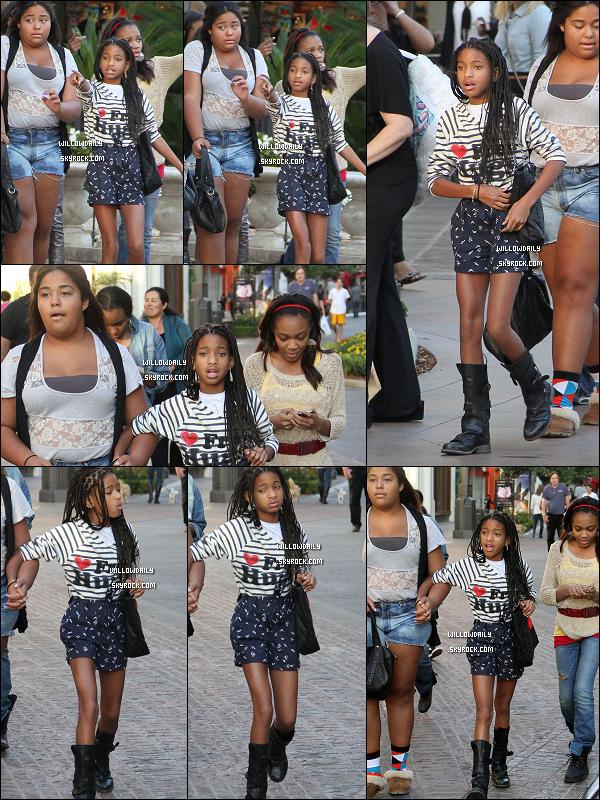--[/x:]  03/10 ..Willow Smith, Jordyn Woods et les soeurs Mcclain fesant du shopping à Hollywood.Vous aimez la tenue de Willow ? Pour ma part, je la trouve magnifique :) Top to Willy ♥  Vos avis ? --[/x:]