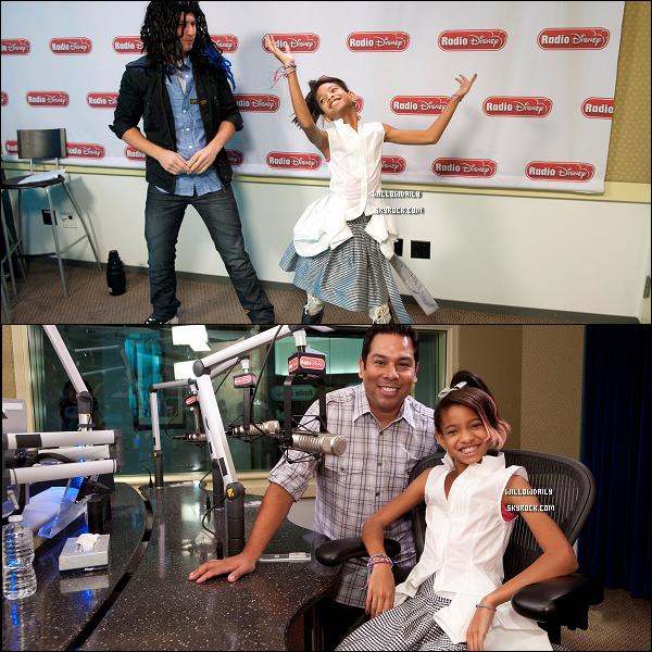 -- 11/11 ..Willow Smith, toute souriante était à la Radio Disney , où elle a d'ailleurs été interviewver.Elle y a déclaré : 'Je me suis réveillé se matin, mon dieu j'étais trop fatigué ! Mais je me suis dit, je vais à Radio Disney !'.  --