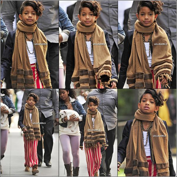 -- 19/10 ..Willow Smith et sa cousine Jade ont été aperçu se promenant dans les belles rue de New York.Willow a ensuite été aperçu sortant de son hôtel toujours avec Jade pour acordé un interview à MTV. Journée chargée........  --