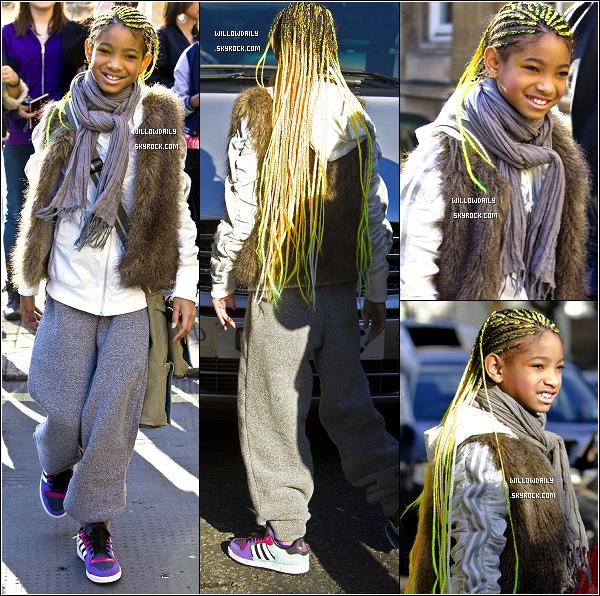 --[/x:]  21/03 ..Willow quitte son hôtel à Londre direction Manchester, toujours pour la suite du My World Tour.Pour sa tenue, je kiff totalement le haut en fourrure. Et pour sa coupe, elle est trop mignone ! J'adore ses tresses, Top !..  --[/x:]