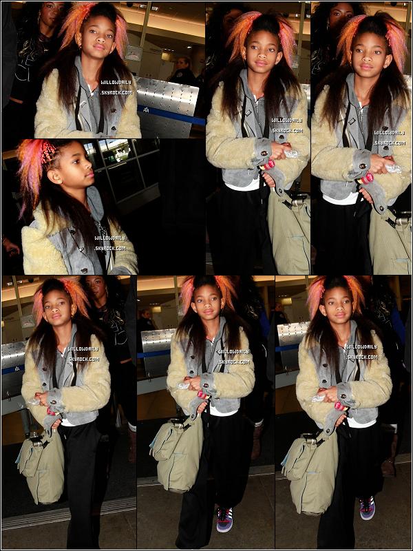 --[/x:]  25/03 ..Willow plus belle que jamais est de retour à Los Angeles ! Elle a été aperçu à l'aéroport de LAX.Willow ne fera pas la première partie de Justin Bieber à Paris, c'était seulement au Royaume Uni. Dommage pour ses fans français...  --[/x:]